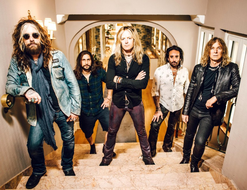 The Dead Daisies 2016 - Groupshot HiRes